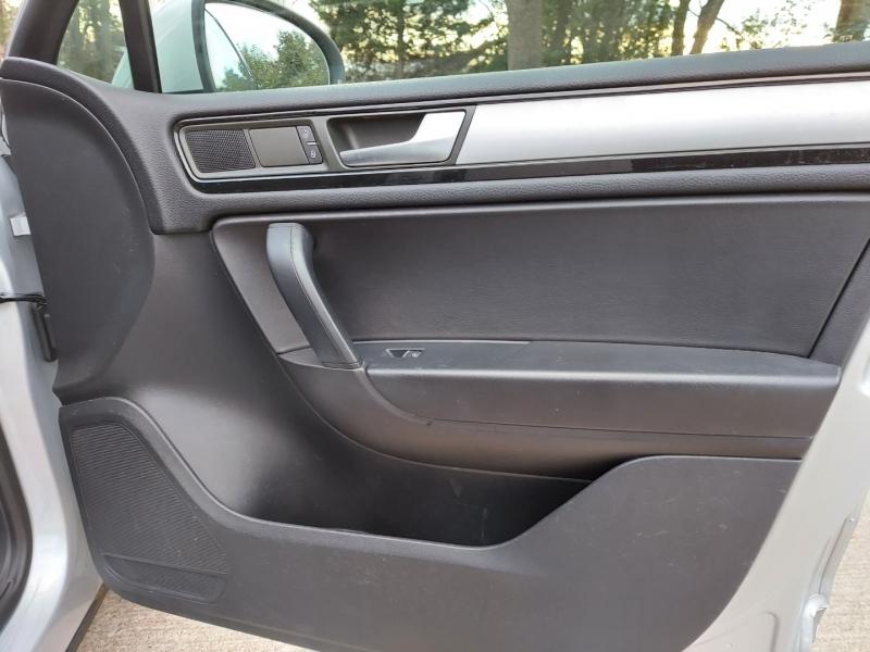 Volkswagen Touareg 2014 price $12,495 Cash