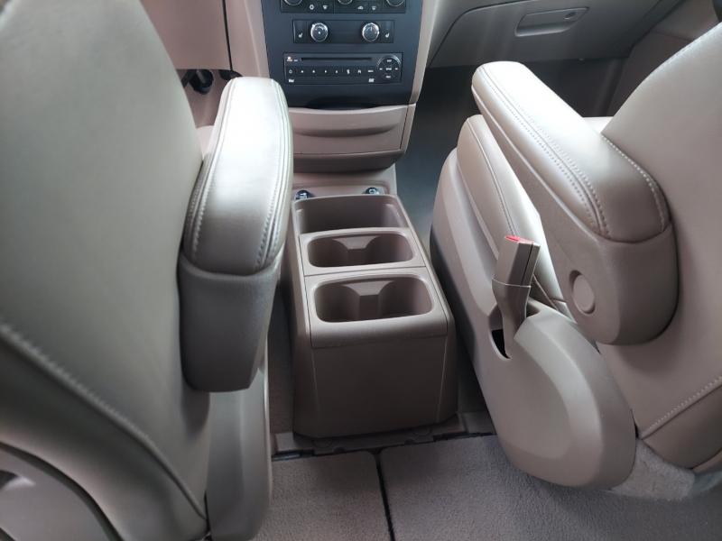 Volkswagen Routan 2012 price $8,995 Cash