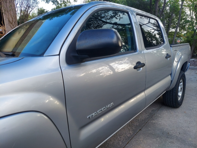 Toyota Tacoma ONE OWNER ! 2015 price $23,995 Cash