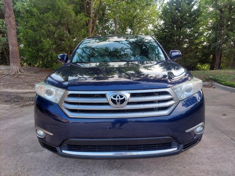 Toyota Highlander 2012 price $15,495 Cash