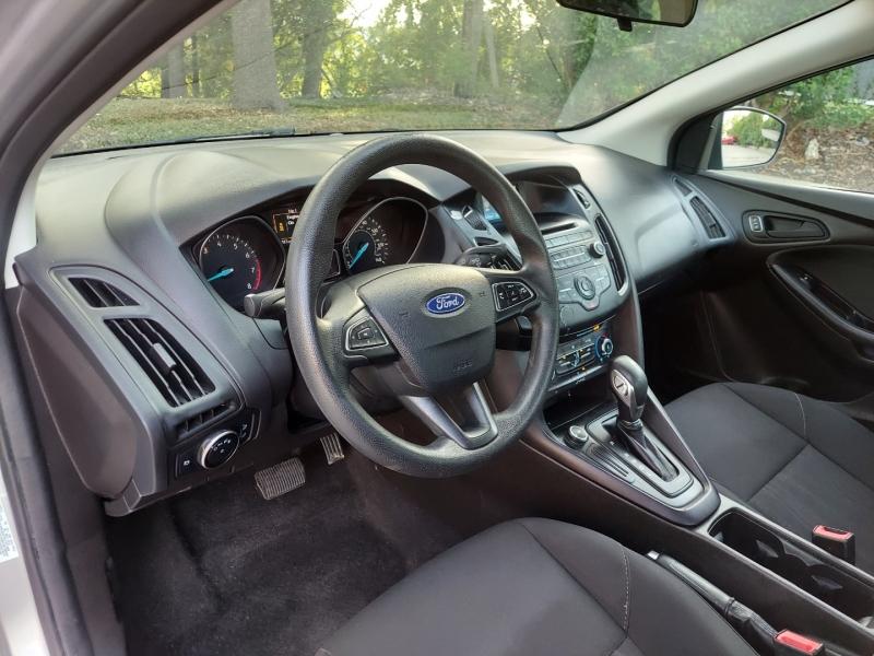Ford Focus 2016 price $10,995 Cash