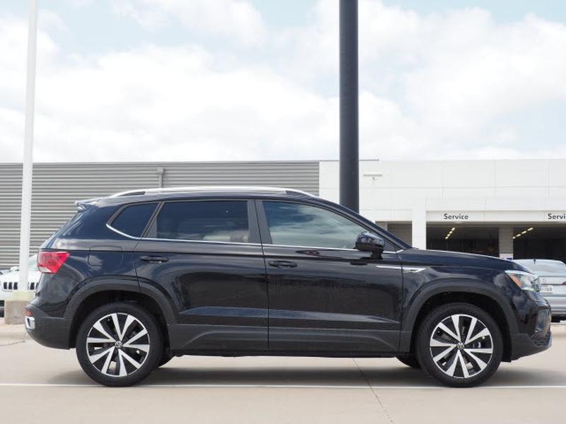 Volkswagen Taos 2022 price $30,174
