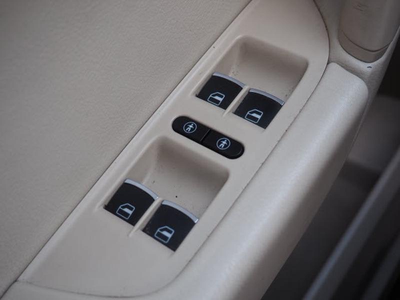 Volkswagen Touareg 2013 price $19,891