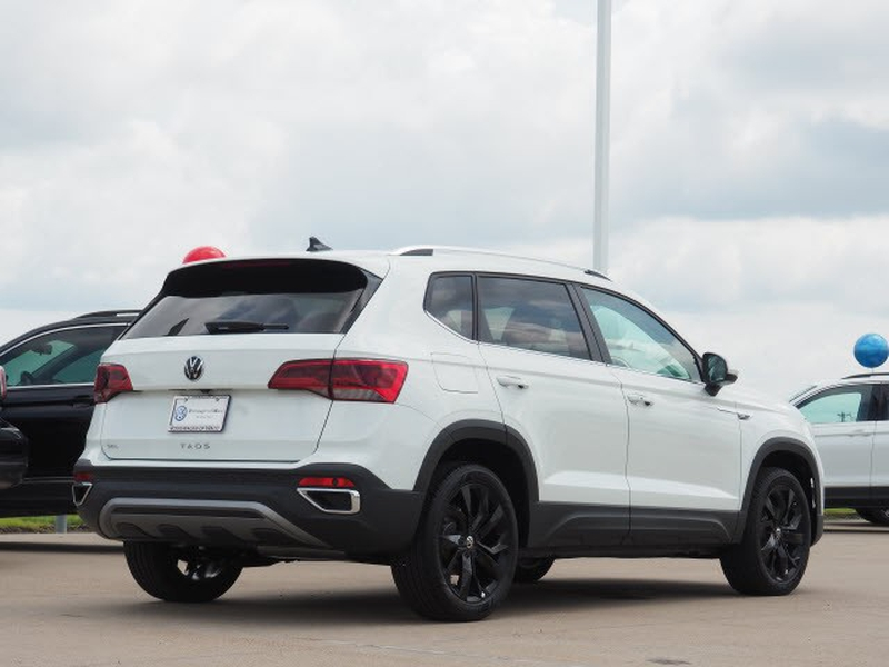 Volkswagen Taos 2022 price $34,444