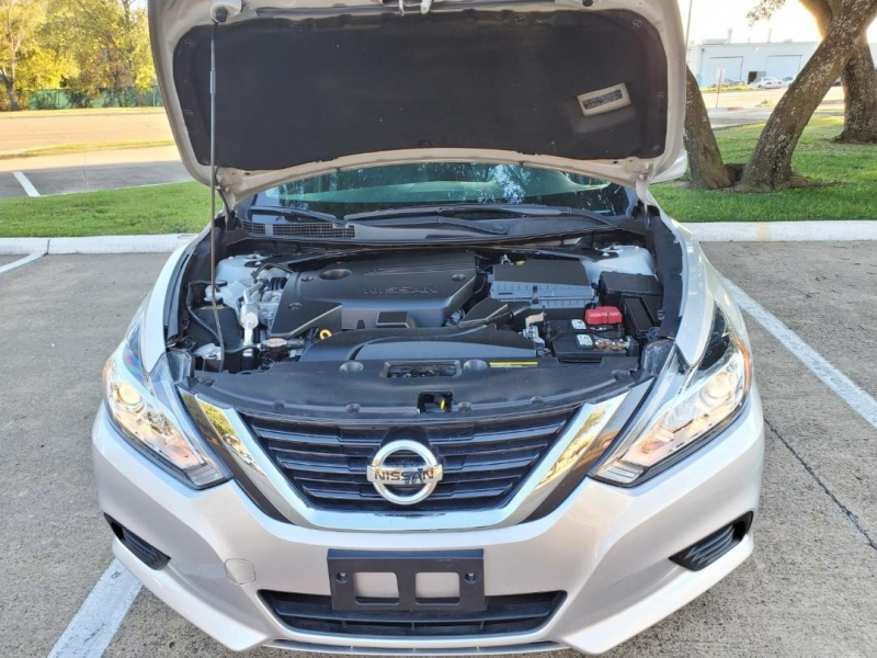 Nissan Altima 2017 price $9,900 Cash