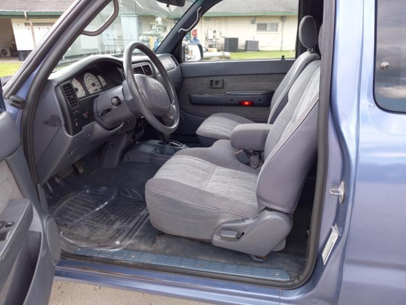 Toyota Tacoma 1999 price $9,980