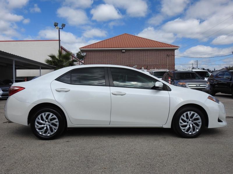 Toyota Corolla 2017 price $12,998