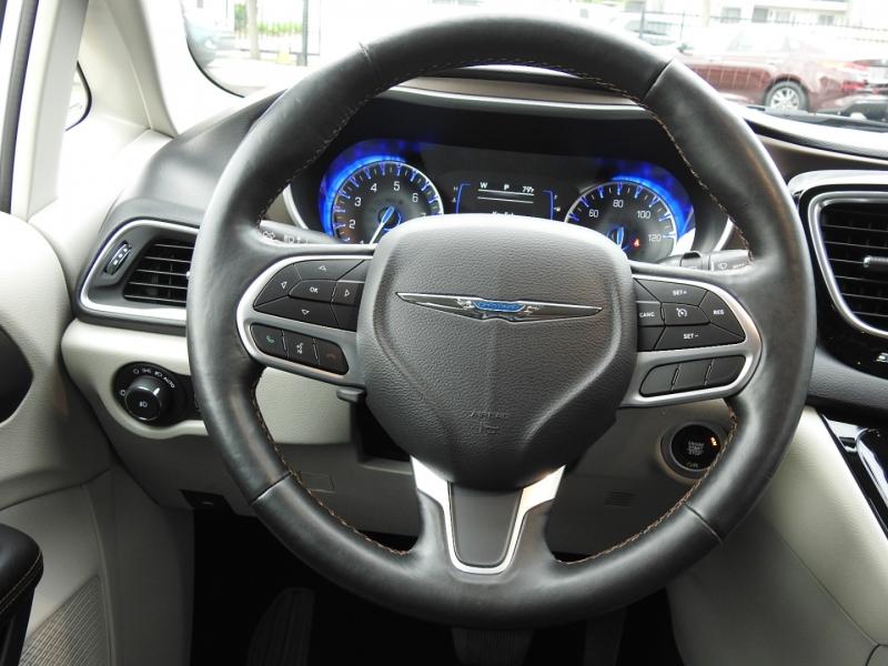 Chrysler Pacifica 2019 price $26,998