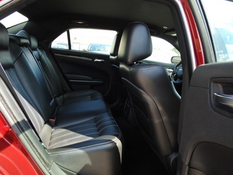 Chrysler 300 2019 price $25,998