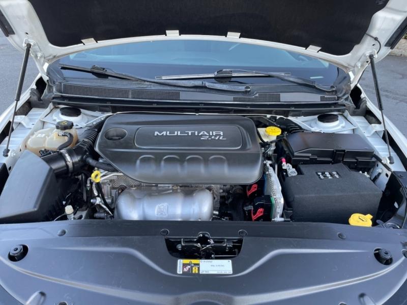 Chrysler 200 2016 price $9,900