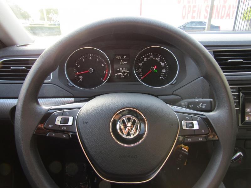 Volkswagen Jetta 2017 price $11,850
