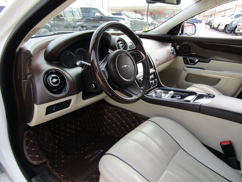 Jaguar XJ 2015 price $32,950