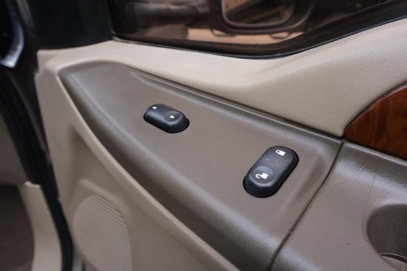 Ford Super Duty F-250 2004 price $15,995