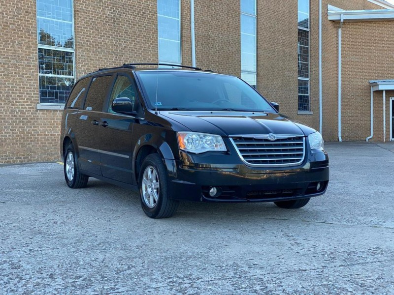 Chrysler Town and Country 2010 price $3,990