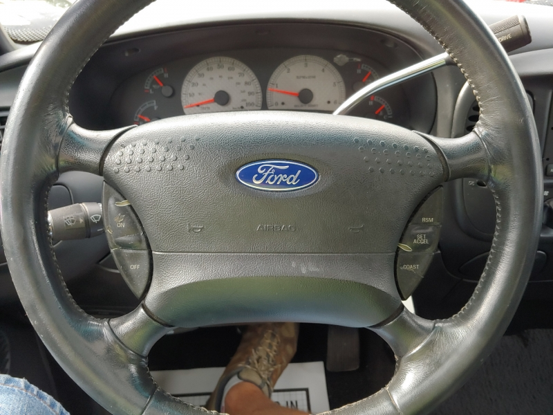 Ford F-150 SuperCrew 2001 price $12,995