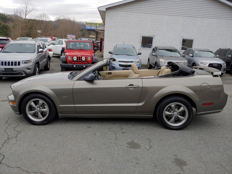 Ford Mustang 2005 price $10,995