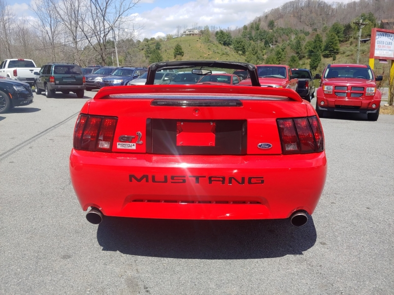 Ford Mustang 2000 price $9,995