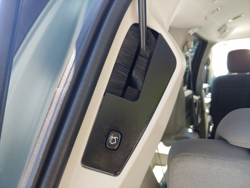 Chrysler Town & Country 2009 price $16,995