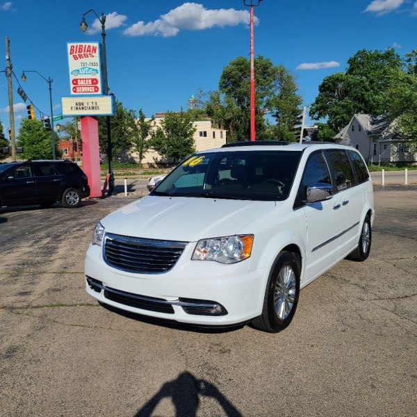 Chrysler Town and Country 2016 price $17,995