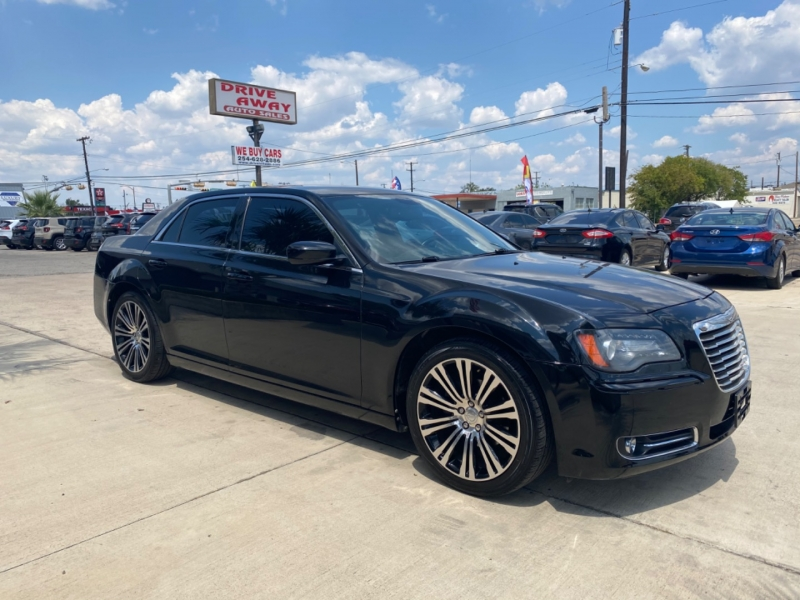 Chrysler 300 2013 price $12,995