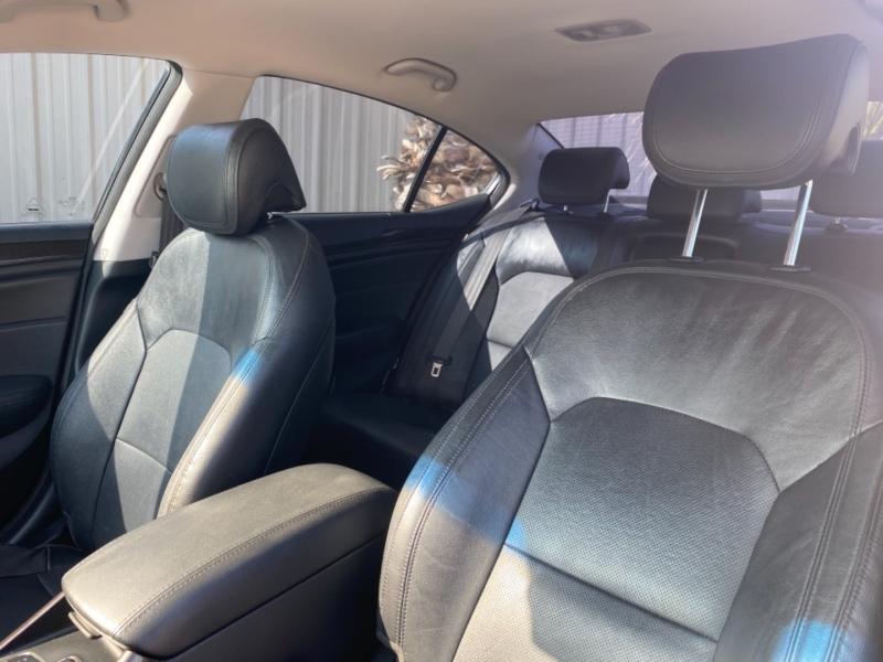 Kia Cadenza 2015 price $17,999