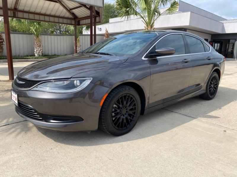 Chrysler 200 2015 price $15,250