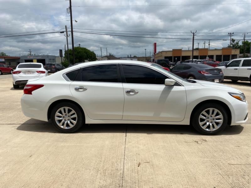 Nissan Altima 2016 price $15,750