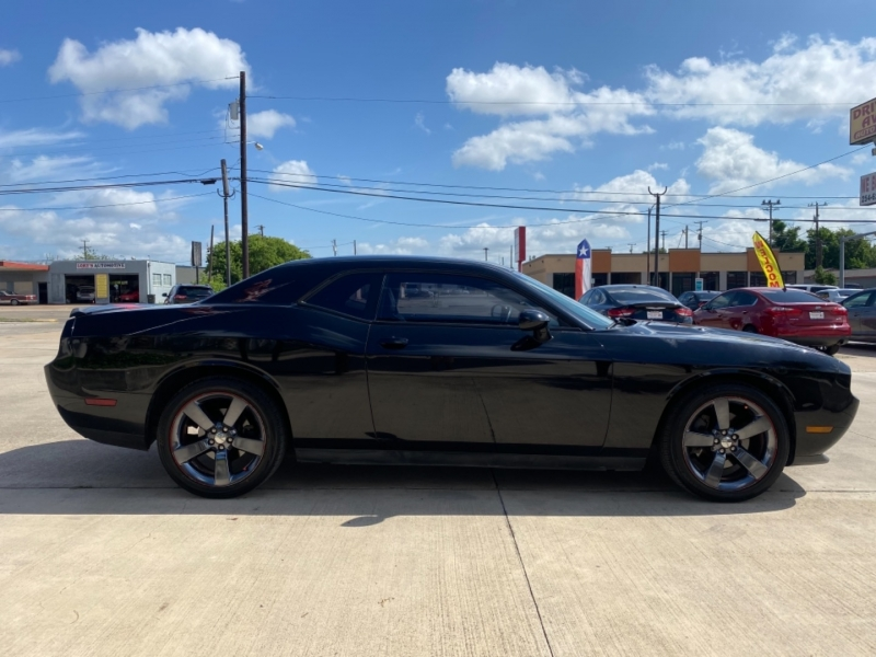 Dodge Challenger 2013 price $18,999