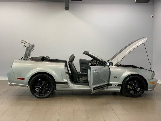 Ford Mustang 2005 price $7,999