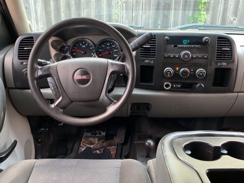GMC Sierra 3500HD 2011 price $16,995
