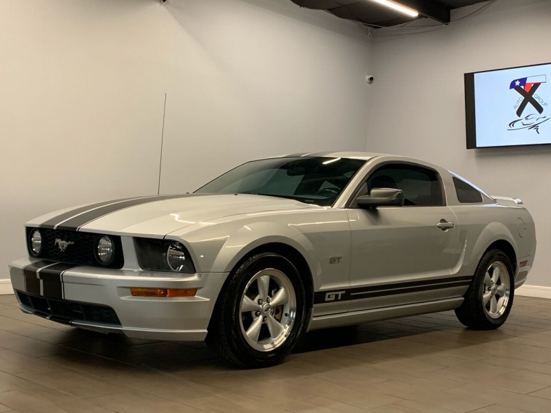 Ford Mustang 2007 price $9,995