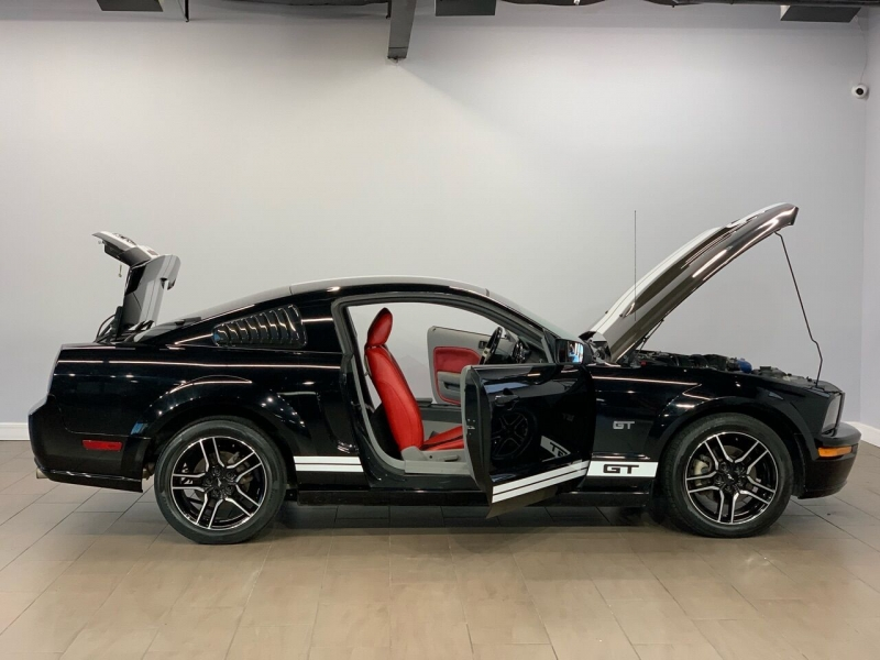 Ford Mustang 2006 price $11,495