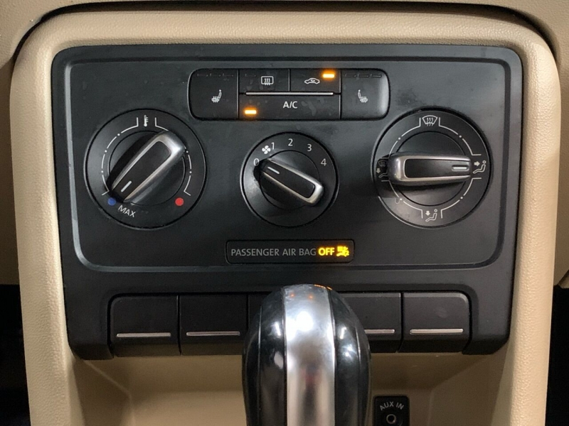 Volkswagen Beetle 2013 price $9,000