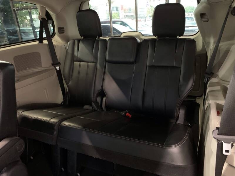 Chrysler Town and Country 2012 price $6,995