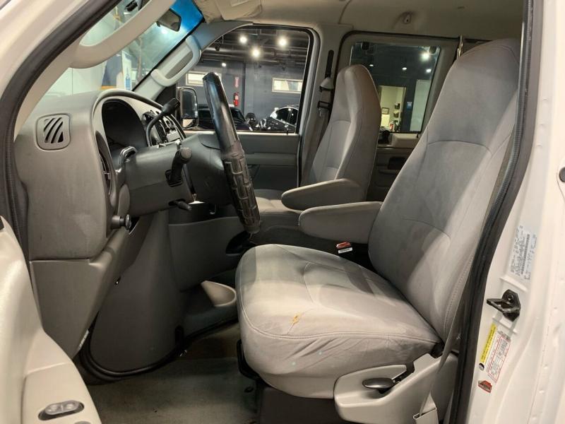 Ford E-Series Wagon 2006 price $9,000