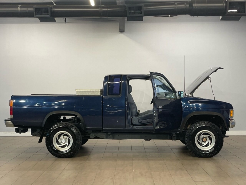 Nissan Truck 1991 price $5,000