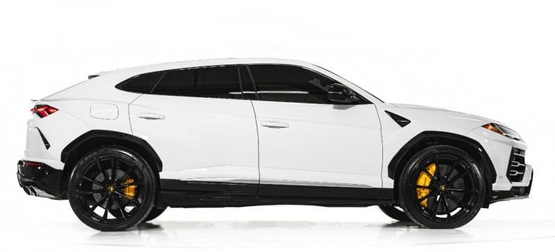 Lamborghini Urus 2019 price $229,995