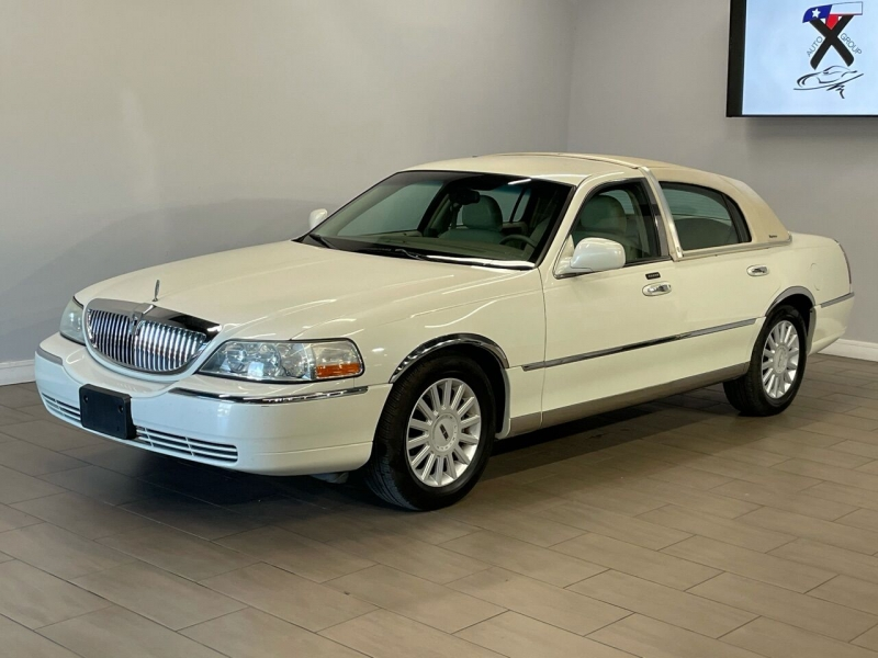Lincoln Town Car 2005 price $7,995