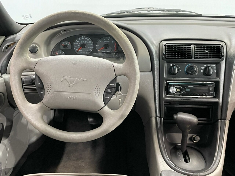 Ford Mustang 2000 price $5,500