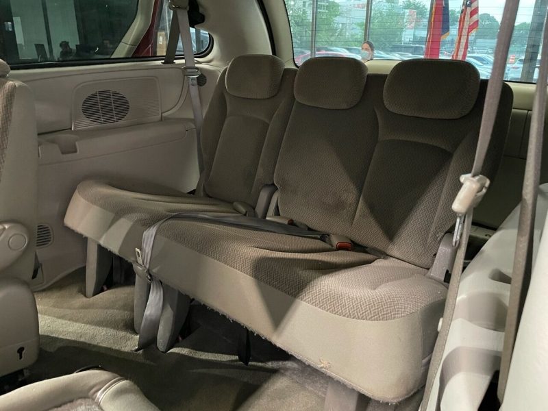 Chrysler Town and Country 2006 price $7,995
