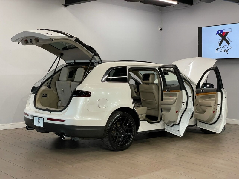 Lincoln MKT 2011 price $15,495