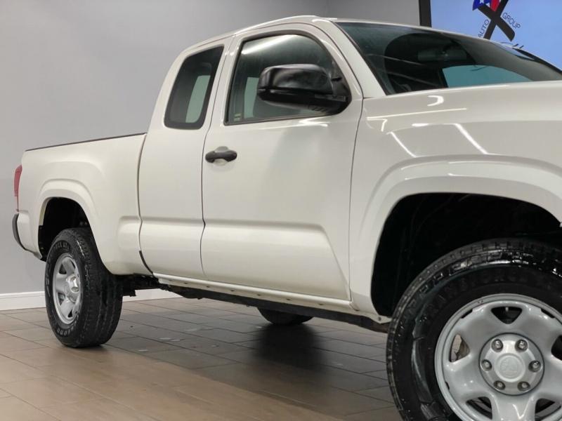 Toyota Tacoma 2016 price $27,995