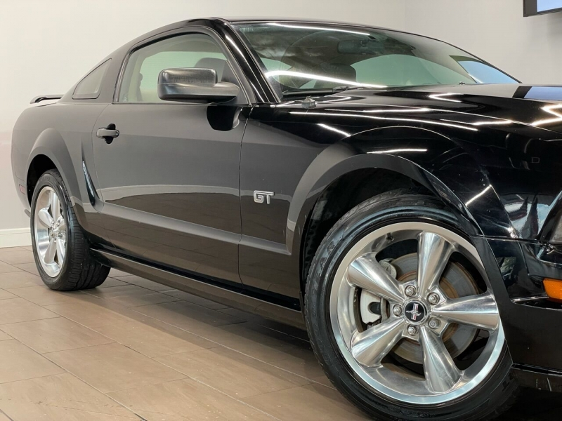 Ford Mustang 2006 price $13,995