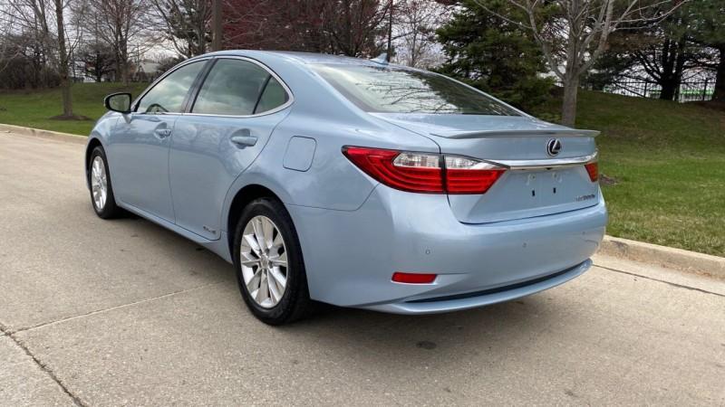 Lexus ES 300h 2013 price $16,995