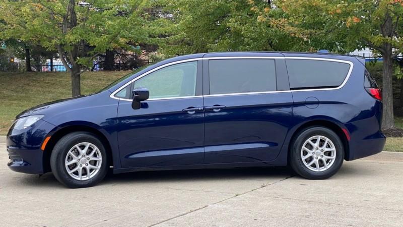 Chrysler Pacifica 2017 price $21,995