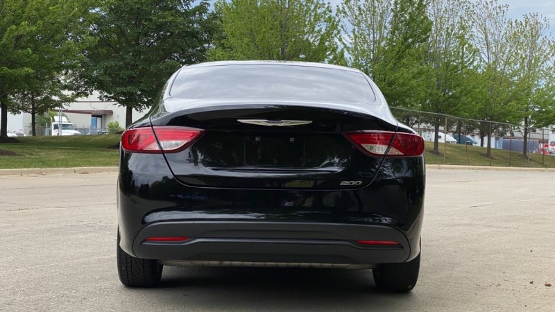 Chrysler 200 2017 price $16,995