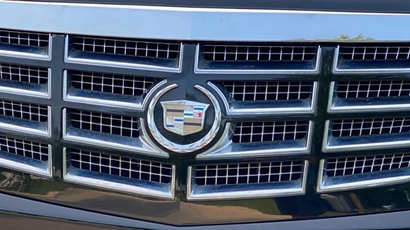 Cadillac Escalade 2009 price $17,995