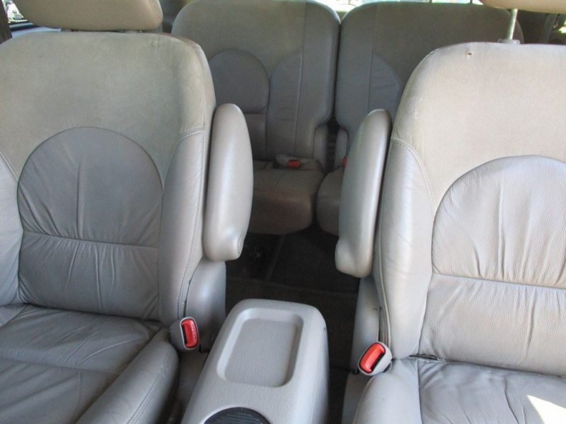 CHRYSLER TOWN & COUNTRY 2002 price $3,000