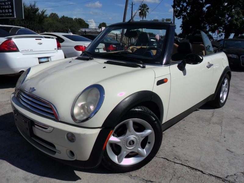 Mini Cooper Convertible 2007 price $4,600