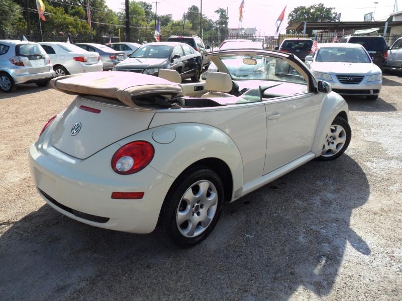 Volkswagen New Beetle Convertible 2006 price $4,200